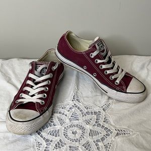Converse unisex burgundy All Stars low sneakers 37